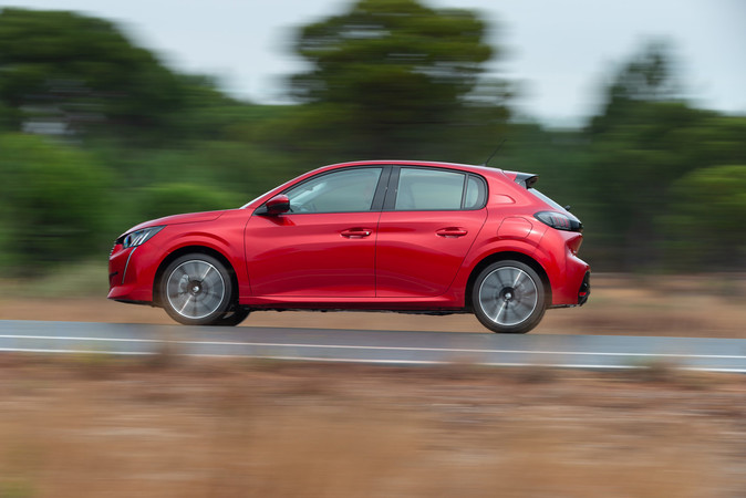 Die Abmessungen haben sich nur geringfügig verändert, doch steht der Peugeot 208 auf einer neuen Plattform. Foto: © Peugeot