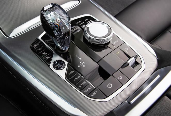Die Funktionen für den Fahrmodus befinden sich auf der Mittelkonsole. Foto: © BMW