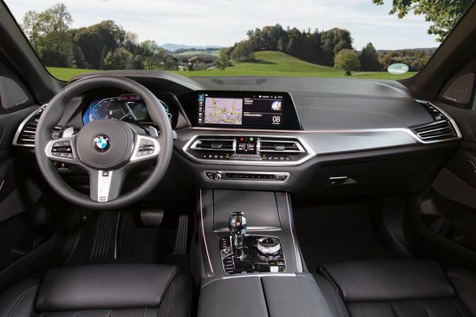 Der Ladefortschritt lässt sich vom Cockpit oder per Smartphone-App abrufen. Foto: © BMW