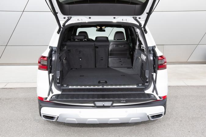 Das Kofferraumvolumen schrumpft beim Plug-in Hybriden auf 500 bis 1.720 Liter. Foto: © BMW