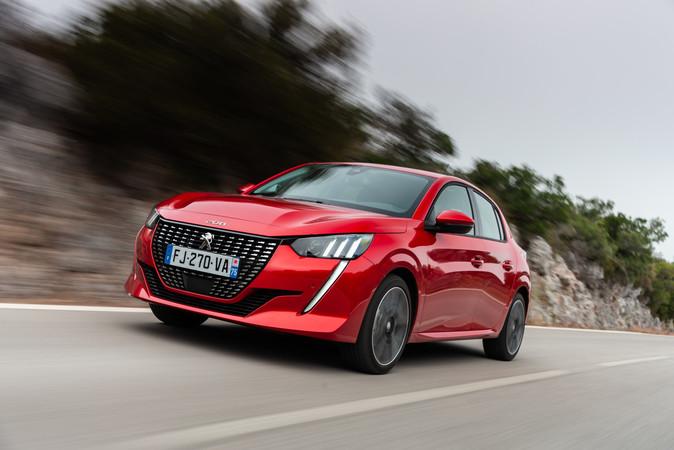 Der 131 PS-Benziner ist schneller, preislich liegt der Elektro-208. jedoch leicht im Vorteil Foto: © Peugeot