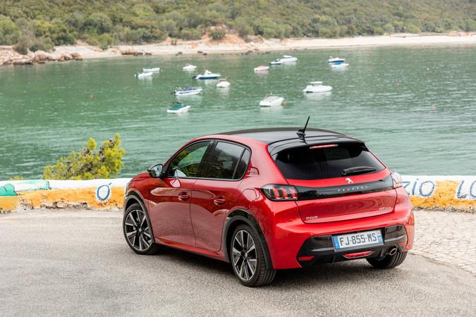 Mit seiner markanten Formgebung setzt der Peugeot 208 völlig eigene Akzente. Foto: © Peugeot
