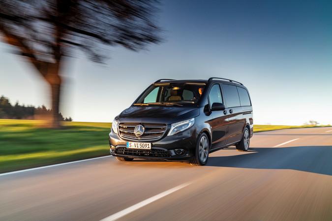 Der kräftigste Diesel bringt es fortan auf 239 PS. Foto: © Mercedes-Benz