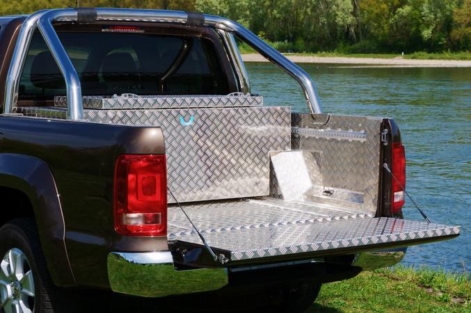 Die perfekt zwischen die Überrollbügel passende wasserdichte Aufbewahrungsbox von Bross. Foto: © BrossBox