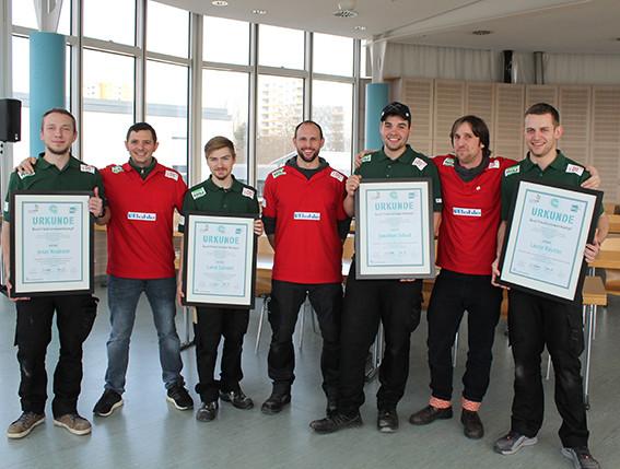 Bundestrainer Jens Erdmann (2. v. r.) und Glasergeselle Jonathan Schaaf (3. v. r.) vertreten das deutsche Glaserhandwerk in Österreich bei den EuroSkills 2020. Foto: © Worldskills Germany/Stephanie Werth