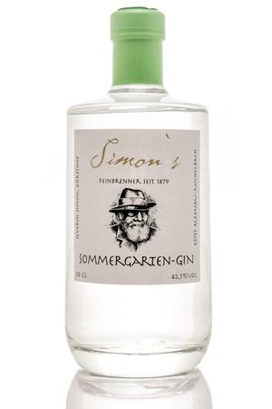 Der Sommergarten-Gin von Simon's Feinbrennerei Foto: © Severin Simon