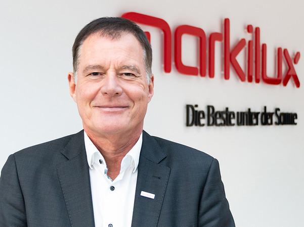 Klaus Wuchner freut sich über die guten Verkaufszahlen der Kassettenmarkise. Foto: © Markilux