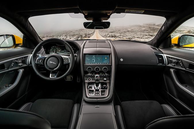 Analoge Instrumente haben in Jaguars Sportwagen ausgedient. Foto: © Jaguar