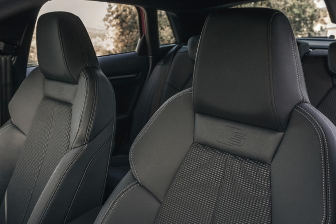 Die Sitzflächen bestehen aus recyclten PET-Flaschen und schonen die Umwelt. Foto: © Audi