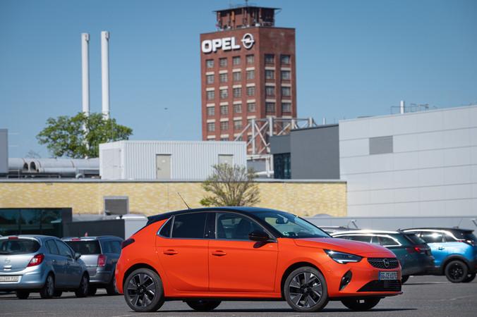 Der neue Corsa-e auf dem Opel Parkplatz. Foto: © Martin Bärtges