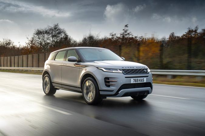 Das Besondere an den Teilzeit-Stromern ist der neuentwickelte 1,5-Liter Dreizylinder-Benziner mit stolzen 200 PS. Foto: © Land Rover