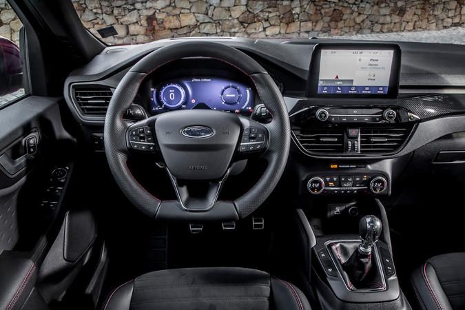 Das funktionale Digital-Cockpit lässt sich einfach bedienen, das Multimediasystem erweist sich als modern. Foto: © Ford