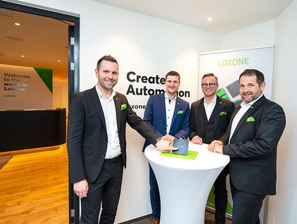 Smarter Start für die intelligente Gebäudeautomation im LUV8 (v. l.): Martin Öller, Manuel Nader, Rüdiger Keinberger und Thomas Moser. Foto: © Loxone