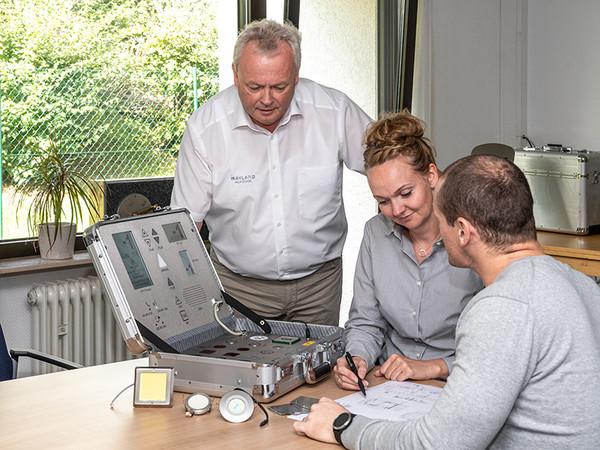 Zunächst sollte man gemeinsam mit dem Kunden klären, welche Anforderungen an die modernisierte Anlage gestellt werden. Foto: © Mayland Aufzüge