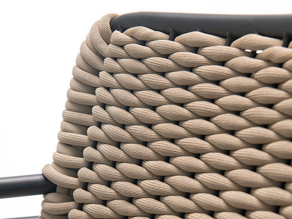 Hier sind die Sitzfläche und die Rückenlehne aus dickem Rope gearbeitet. Foto: © Go In