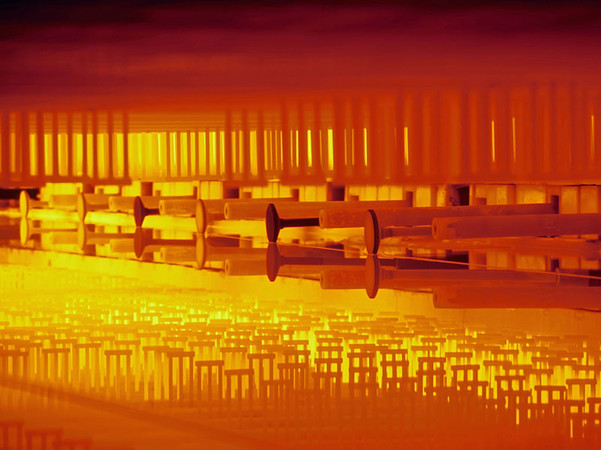In Form gebracht wird Glas für Gebäude im Floatglas-Verfahren. Foto: © BF/Pilkington
