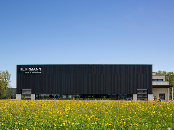 2. Preis: 2018: Architekt: Redle Architekten, Dipl.-Ing. Stefan Redle, D-88299 Leutkirch. Projekt: Herrmann GmbH, D-88299 Leutkirch Foto: © rudau.com