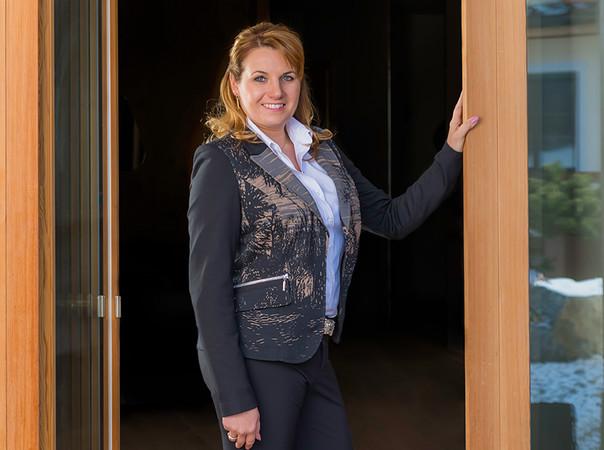 Alumat-Geschäftsführerin Claudia Rager-Frey hat mit rubo Fenster einen neuen Partner für ihre Schwellenlösungen gefunden. Foto: © multivisualArt