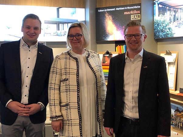 Dominik Tetenborg (Fachberater Region Nord), May Alexandra Bleier (Fachberaterin Region Süd) und Jan Kattenbeck (von links nach rechts) freuen sich über das Interesse von Architekten und Planern. Foto: © Markilux