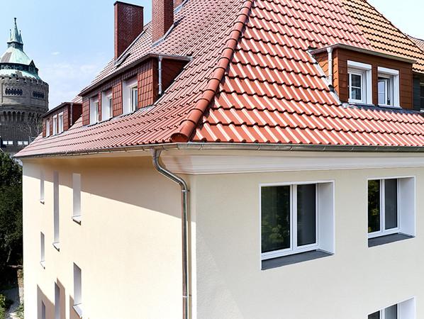 Hat das Wärmedämm-Verbundsystem dieses Mehrfamilienhauses in Münster einmal das Ende seiner Lebenszeit erreicht, endet es nicht als gemischter Bauschutt. Die einzelnen Komponenten können getrennt und einer Wiederverwertung zugeführt werden. Foto: © Saint-Gobain Weber