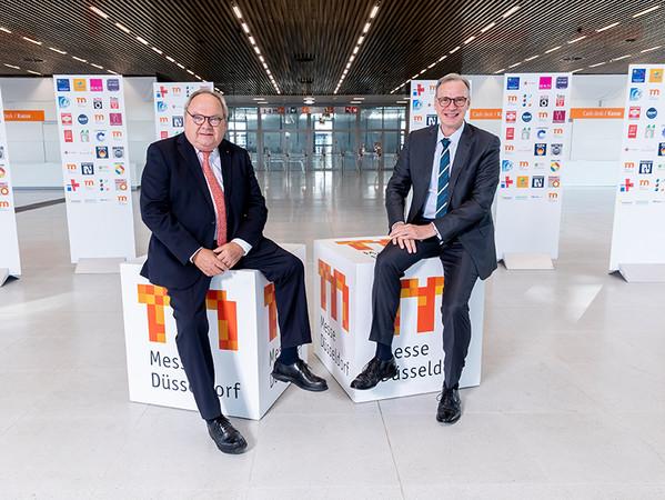 Wolfram N. Diener (rechts) hat am 1. Juli 2020 die Nachfolge von Werner M. Dornscheidt als Messechef angetreten. Foto: © Messe Düsseldorf / Andreas Wiese