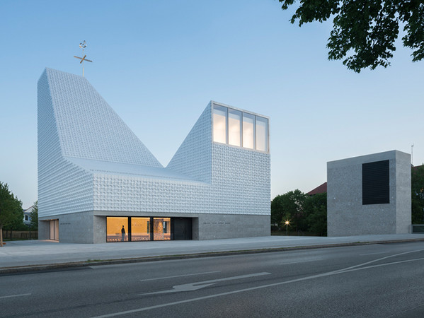 Projekt: Kirchenzentrum Seliger Pater Rupert Mayer. Architektur: meck architekten. Foto: © Florian Holzherr