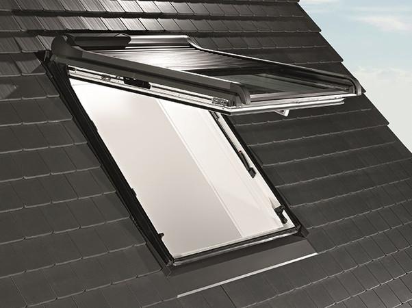 Vor starker Sonneneinstrahlung und damit einhergehender Hitze unter dem Dach bewahrt die Außenausstattung. Foto: © Roto
