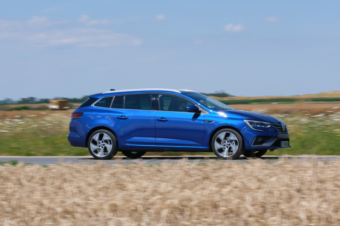 Rein elektrisch kommt der Mégane Plug-in-Hybrid bis zu 54 Kilometer weit. Foto: © Renault