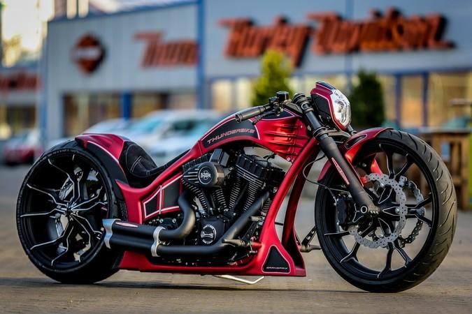Spektakuläre Design-Entwürfe sind das Markenzeichen des Lack-Virtuosen Ingo Kruse aus Kamen. Beispielhaft für seine Ideen steht diese Harley- Farbgebung. Foto: © Ben Ott