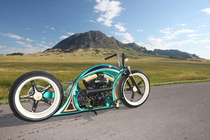 Auch bei dieser futuristisch anmutenden Thunderbike-Harley-Davidson war Ingo Kruse für die Lackierung zuständig. Foto: © Horst Rösler