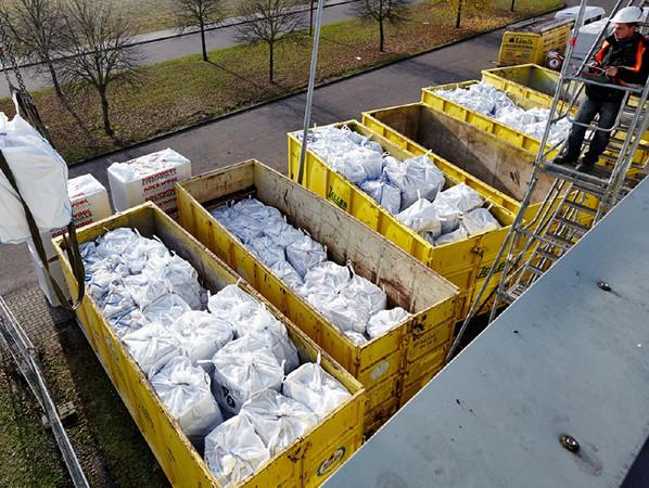 Sortenreiner Steinwolle-Verschnitt ist kein Abfall, sondern ein Wertstoff. Foto: © Heck Wall Systems GmbH