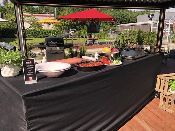 Ausgewogenes BBQ: Neben hochwertigem Roastbeef standen unter anderem aromatisierte Tomaten oder Wildkräuter-Salat auf der Speisekarte. Foto: © Warema