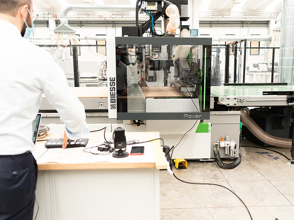 Neben Anlagen zur Bearbeitung von Holz, Stein und Kunststoff werden in der Innovations-Show auch die neuesten Entwicklungen von Intermac für die Glasbearbeitung präsentiert. Foto: © Biesse