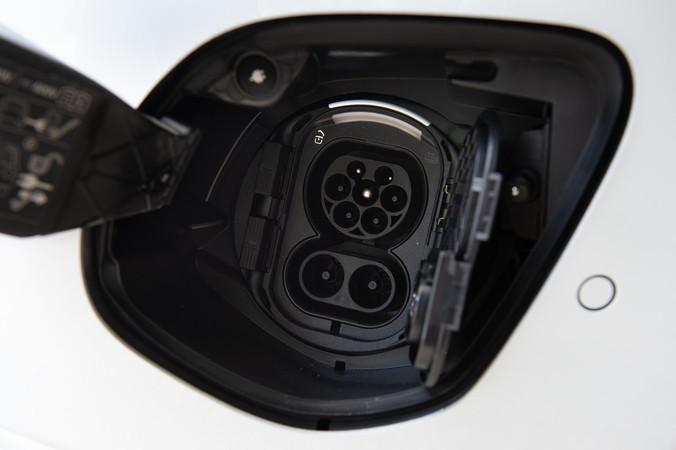 Der wassergekühlten AC On-Board Lader ermöglicht eine Aufladung von zehn bis 80% in nur 45 Minuten. Foto: © Martin Bärtges