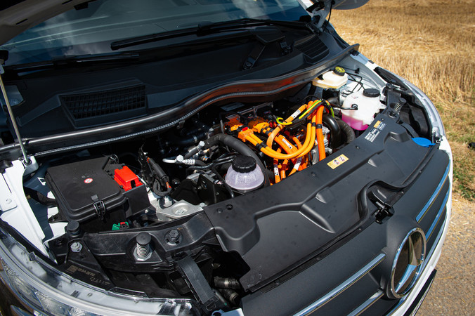 Der Blick unter die Motorhaube ermöglicht einen Blick auf den Motor des eVito. Foto: © Martin Bärtges