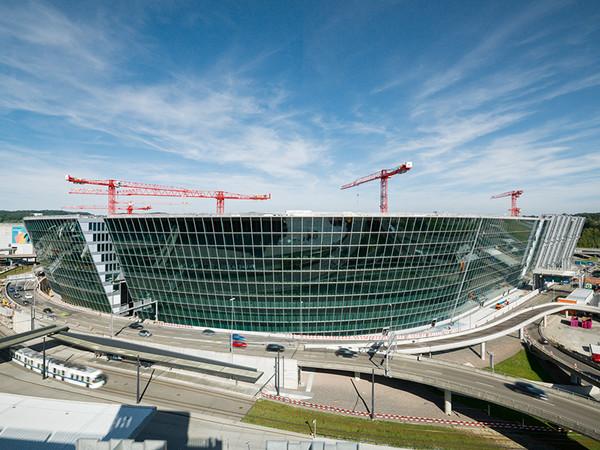 Unter Alltagsbedingungen kam R.I.S.E. erstmals beim Einbau der Fahrstühle im Bauprojekt The Circle am Flughafen Zürich zum Einsatz. Foto: © Schindler Aufzüge AG