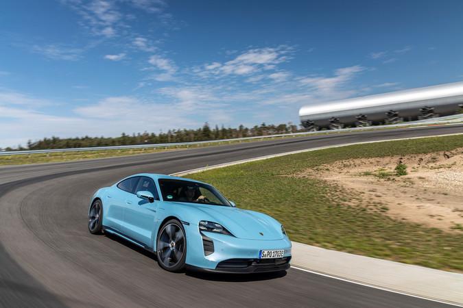 Die maximale Leistung beim Taycan 4S liegt bei strammen 530 PS. Foto: © Porsche