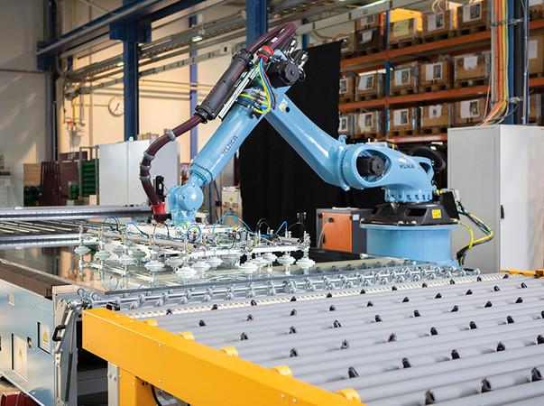 RHH – Roboter Handling System für Härtebettbelegung und -entladung. Foto: © Lisec Austria GmbH