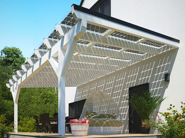 Dank der transparenten und luftigen Bauweise sorgt das Solarterrassendach für fließende Übergänge zwischen Haus und Garten. Foto: © Solarcarporte