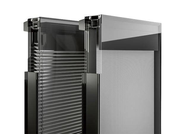 ISOshade besteht aus einem 3-fach Isolierglas und einem Zwischenraum mit innen liegender Sonnenschutzanlage – wahlweise ein Raffstore oder eine Senkrechtmarkise. Foto: © seele