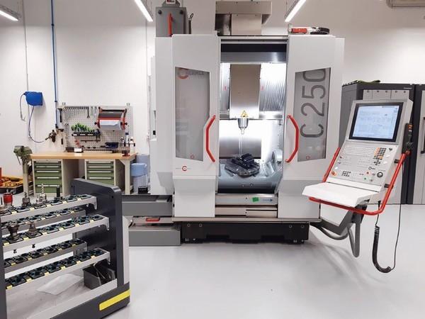 Auch in Sachen CNC top ausgestattet: Die Metallwerkstatt im neuen HWK-Bildungszentrum Foto: © Nicole Wollscheid