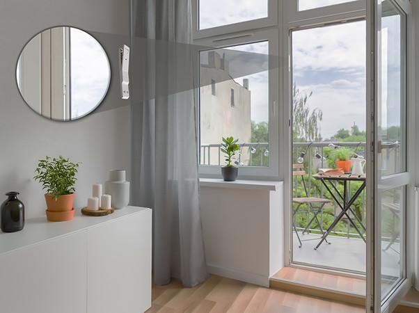 Die Kombination aus Premium-Antrieb RS100 io, Weru-Fenstern und dem nahezu unsichtbaren Fenster-Öffnungsmelder von Somfy ermöglicht einen einfachen, komfortablen und zukunftssicheren Smart-Home-Einstieg. Foto: © Somfy