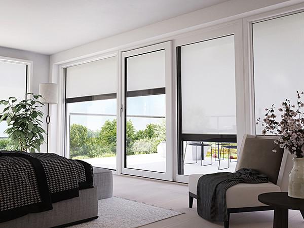 Von Vorteil ist bei Markisen, dass sie einen Raum nicht komplett abdunkeln und durch das Markisentuch ein Luftaustausch möglich ist. Foto: © Markilux