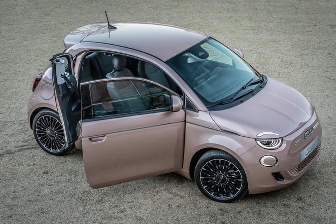 Neben der Limousine und dem Cabrio gibt es den kleinen Fiat auch als 3+1-Variante. Foto: © Fiat