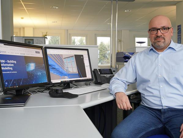 Özkan Arslan, Head of Building Information Modeling bei Gealan, war maßgeblich an der Entwicklung und Umsetzung der preisgekrönten BIM-Software beteiligt. Foto: © Gealan