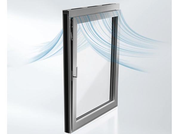 Mit dem neuen Akustikfenster lässt sich in Kippstellung eine Schalldämmwirkung von 31 dB erreichen. Foto: © Schüco International KG