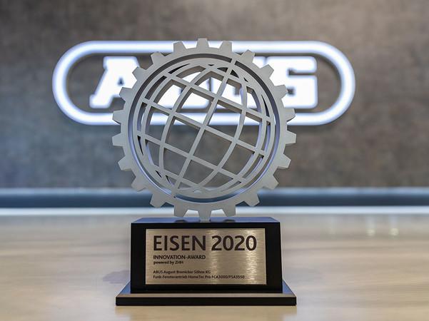 Die Auszeichnung wurde durch die Koelnmesse in Kooperation mit dem Zentralverband Hartwarenhandel e.V. verliehen. Foto: © Abus