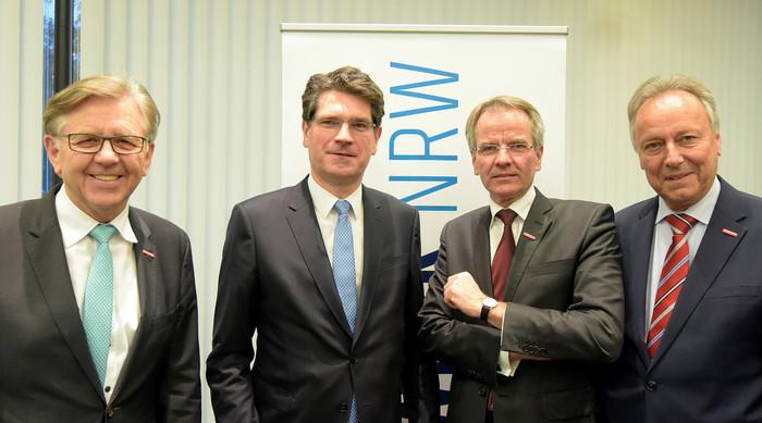 Hans Hund, Prof. Dr. Hans Jörg Hennecke, Andreas Ehlert und Hans-Joachim Hering (v. l.) Foto: © Wilfried Meyer / Handwerk.NRW