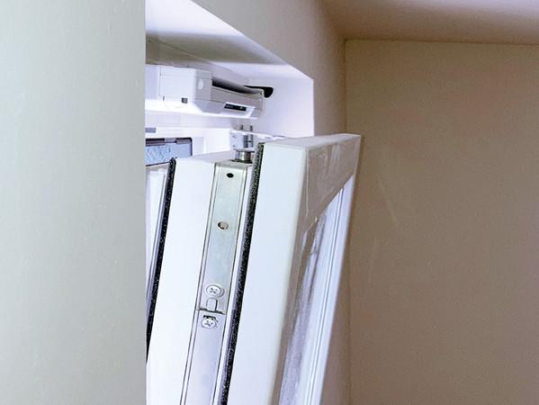 Arbeitserleichterung: Außenbauteil-Luftdurchlässe (ALD) für die freie Lüftung werden für den Blower-Door-Test zum öffentlich-rechtlichen Nachweis nach GEG nicht mehr abgedichtet. Foto: © FLiB e.V.