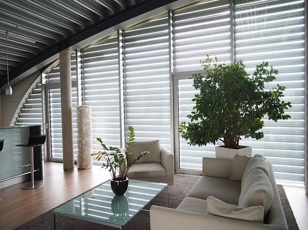 Gerade in beheizten Wohn-Wintergärten leisten hochwertige Aluminium-Rollläden einen wichtigen Beitrag zur Energieeinsparung. Foto: © Schanz